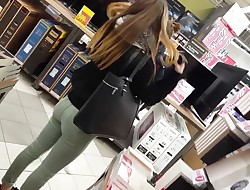 Candid - perfect romping butt in green jean